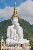 estatua que se sienta de 5 Buddhas Imagen de archivo libre de regalías