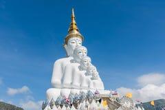 estatua que se sienta de 5 Buddhas Imagenes de archivo
