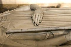 Estatua reclinada en la basílica de St Denis, Francia Fotografía de archivo
