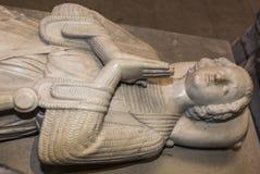 Estatua reclinada en la basílica de St Denis, Francia Foto de archivo libre de regalías