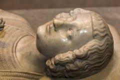 Estatua reclinada en la basílica de St Denis, Francia Imagen de archivo libre de regalías