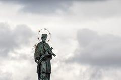 Estatua religiosa histórica en Praga Foto de archivo