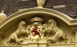 Estatua roja del león - una el emblema nacional en La Haya, Netherla Fotografía de archivo libre de regalías