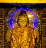 Estatua tailandesa con las luces LED Foto de archivo