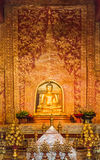 Estatua tailandesa de Buda del oro de Phra Sihing Buda Fotos de archivo libres de regalías