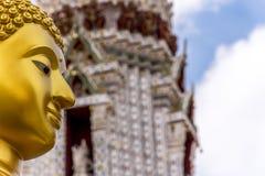 Estatua tailandesa de Buda en la religión del buddhism Fotografía de archivo