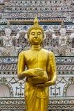 Estatua tailandesa de Buda en la religión del buddhism Fotos de archivo libres de regalías