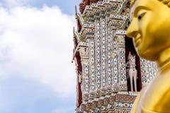 Estatua tailandesa de Buda en la religión del buddhism Fotos de archivo