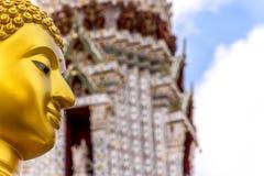 Estatua tailandesa de Buda en la religión del buddhism Imagen de archivo libre de regalías