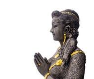 Estatua tailandesa de la muchacha del arte hermoso de la mano que ruega con el recortes Foto de archivo libre de regalías