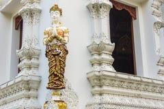 estatua tailandesa del ángel de la mujer blanca fotografía de archivo libre de regalías