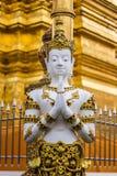 Estatua tailandesa del ángel en templo tailandés Imagenes de archivo
