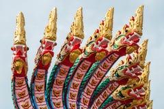 Estatua tailandesa del dragón de muchas cabezas en templo público Foto de archivo libre de regalías