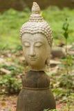 Estatua vieja de Buda de la cabeza en Wat Umong, Chiang Mai Thailand fotos de archivo libres de regalías