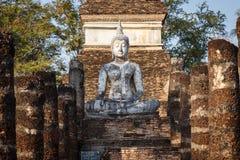 Estatua vieja de Buda en el parque histórico de Sukhothai Foto de archivo libre de regalías