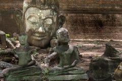 Estatua vieja de Buda en Wat Umong Chiang Mai tailandia Imágenes de archivo libres de regalías