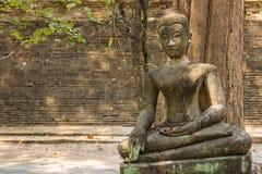 Estatua vieja de Buda en Wat Umong, Chiang Mai Thailand Imagen de archivo libre de regalías