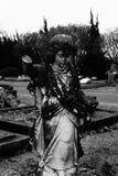 Estatua vieja del ángulo en cementerio Imagenes de archivo