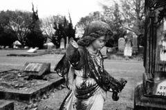 Estatua vieja del ángulo en el cementerio 5 Fotos de archivo libres de regalías