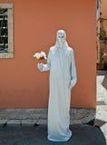 Estatua viva con el boquet de la flor Fotografía de archivo libre de regalías