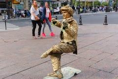 Estatua viva del oro - París Fotos de archivo libres de regalías