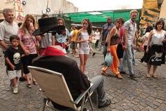 Estatua Viviente. Artistas de calle entretienen a turistas y visitantes que disfrutan del Bulevar de San Telmo en Buenos Aires Royalty Free Stock Images