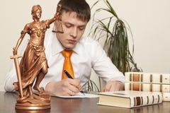 Estatua y abogado de la justicia Imágenes de archivo libres de regalías