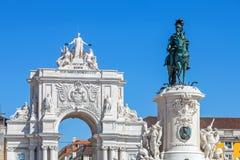 Estatua y arco triunfal, Lisboa de rey Dom Jose I Foto de archivo