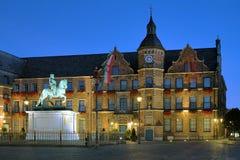 Estatua y ayuntamiento, Düsseldorf de Johann Wilhelm II Foto de archivo libre de regalías
