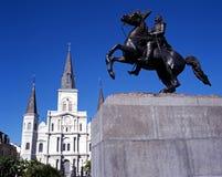 Estatua y catedral, New Orleans. imagenes de archivo