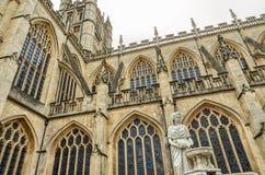 Estatua y exterior de la abadía del baño, baño, Inglaterra Imágenes de archivo libres de regalías