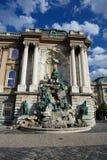 Estatua y fuente del castillo de Buda Foto de archivo