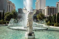 Estatua y fuente sin cabeza por el centro turístico del palacio de César en Las Vegas fotos de archivo libres de regalías