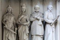Estatuas al sur del portal de la iglesia de Maria Gestade en Viena fotografía de archivo