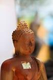 Estatuas antiguas de Buda en Nakhonsawan Tailandia imagenes de archivo