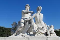 Estatuas antiguas del hombre y de la mujer Imagen de archivo