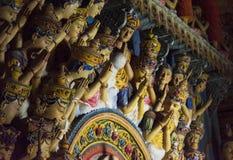 Estatuas antiguas hermosas en el templo budista santo fotografía de archivo libre de regalías