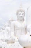 Estatuas blancas de Buda imagen de archivo libre de regalías