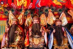 Estatuas chinas de dios en capilla roja Fotos de archivo