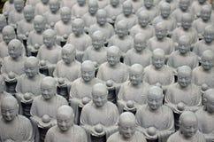 Estatuas de Buda en el templo de Hase-Dera en Kamakura fotografía de archivo