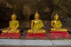 Estatuas de Buda en la cueva de Khao Luang - Phetchaburi, Tailandia fotografía de archivo