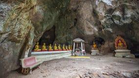 Estatuas de Buda en la cueva de Khao Luang - Phetchaburi, Tailandia foto de archivo