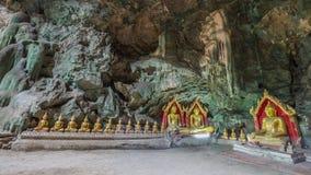 Estatuas de Buda en la cueva de Khao Luang - Phetchaburi, Tailandia imagen de archivo libre de regalías