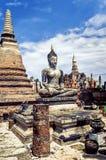 Estatuas de Buda en las estatuas del thailandBuddha de Wat Yai Chaimongkol Ayutthaya Bangkok en Wat Yai Chaimongkol Ayutthaya Ban Imágenes de archivo libres de regalías