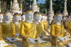 Estatuas de Buda en Maha Bodhi Tataung en Monywa foto de archivo libre de regalías