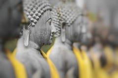 Estatuas de Buda en Seema Malaka Temple, Colombo, Sri Lanka Foco selectivo fotos de archivo