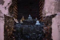 Estatuas de Buda en un templo de Tissa Imagenes de archivo