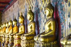 Estatuas de Buda en un templo en Tailandia foto de archivo libre de regalías
