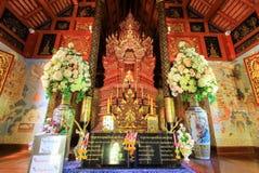 Estatuas de Buda y decoraciones hermosas en Wat Pra Singh, Chiang Rai Province, Tailandia septentrional Imagenes de archivo