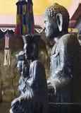 Estatuas de Buddha en cueva imagen de archivo libre de regalías